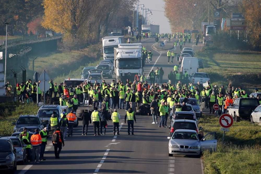 Les protestations des gilets jaune pousseront-elles la France plus à droite ?